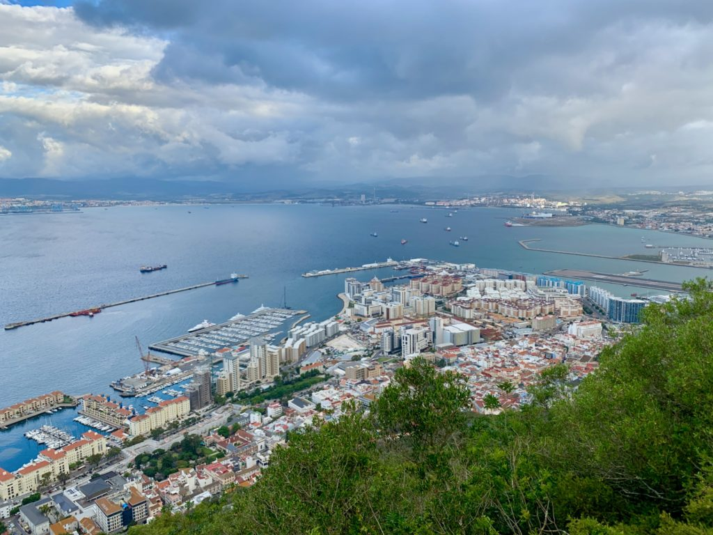 Вид с Гибралтарской скалы море