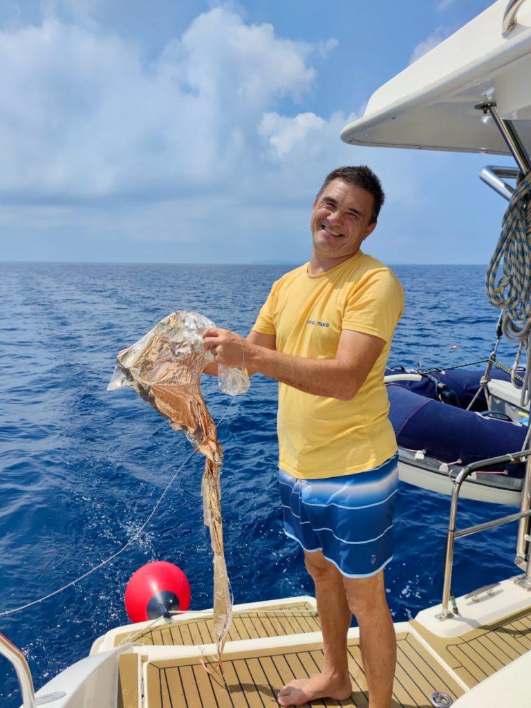 Марат поймал шарик катамаран
