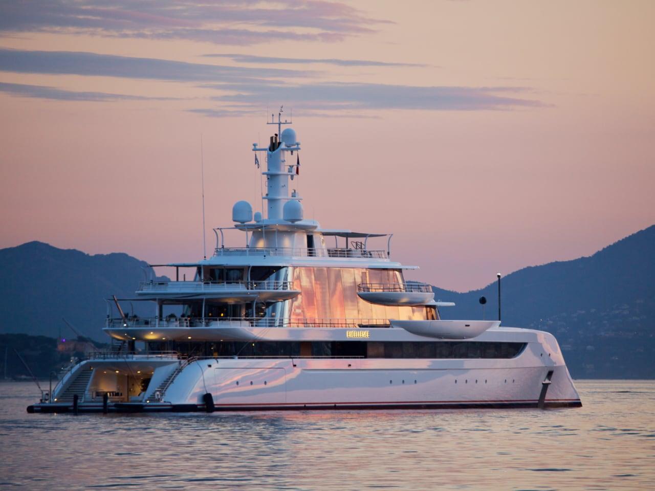 суперяхта Excellence yacht