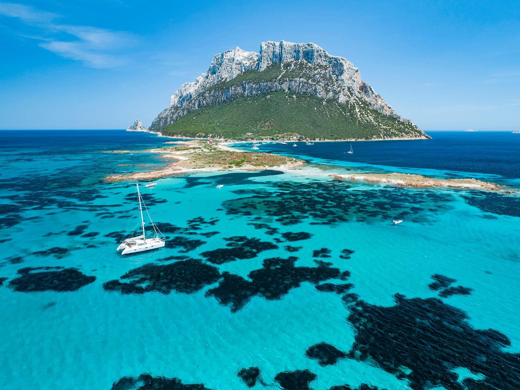 Сардиния остров Таволара катамаран
