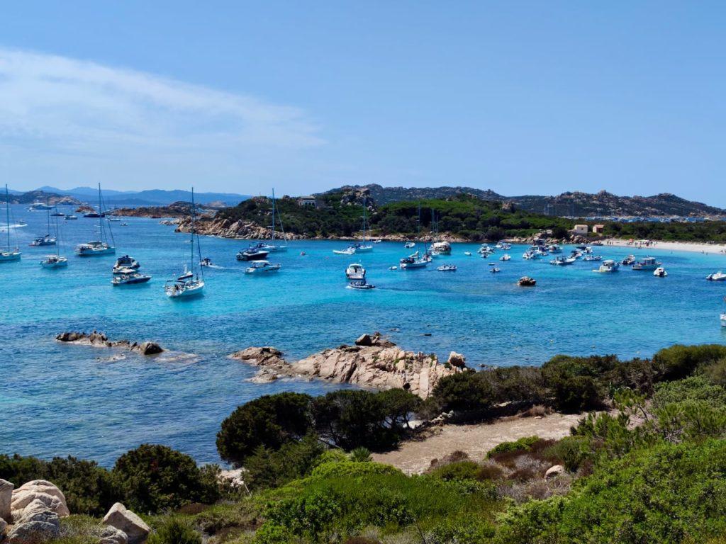 Сардиния остров Санта Мария яхты на рейде