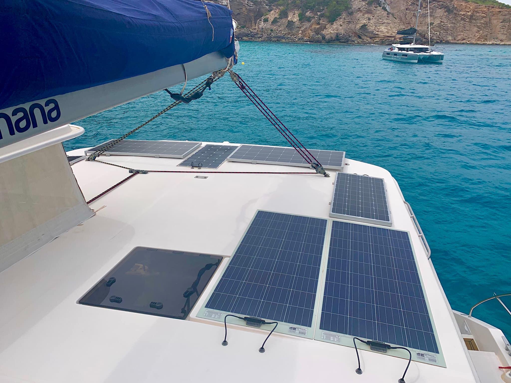 солнечные панели на катамараане