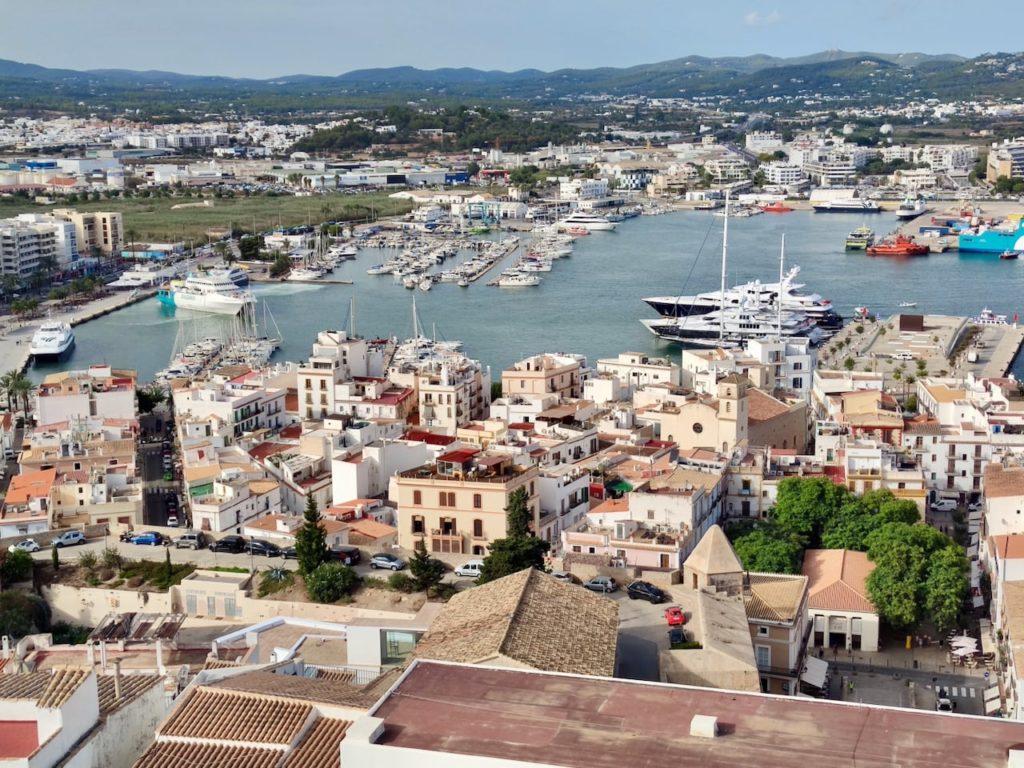 Ибица порт город